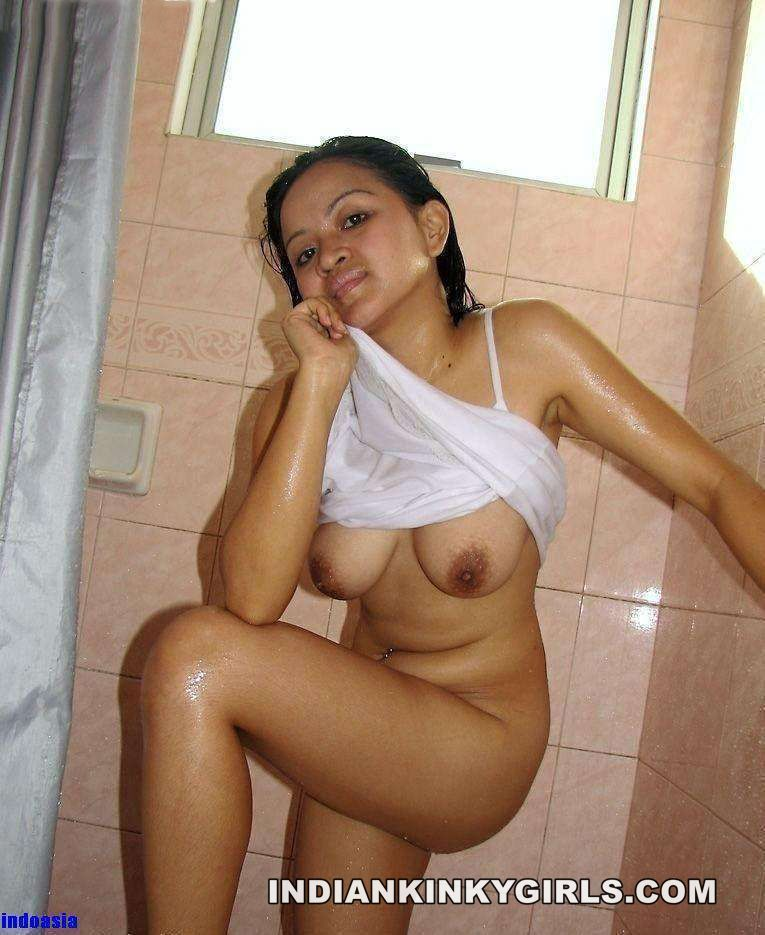 Indian Girls Nude Bathing Pictures Hottest  Indian Nude Girls-2820