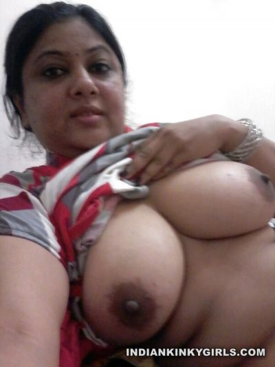 bhopal bhabhi kamala selfies posing her huge xxx size boobs 006