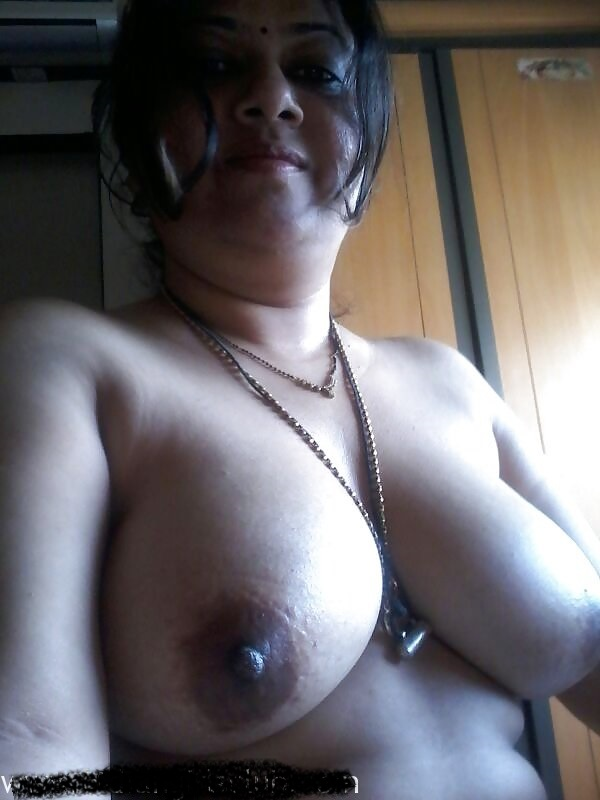 Marathi Bhabhi Remove Blouse And Show Big Boobs- Selfies -8274
