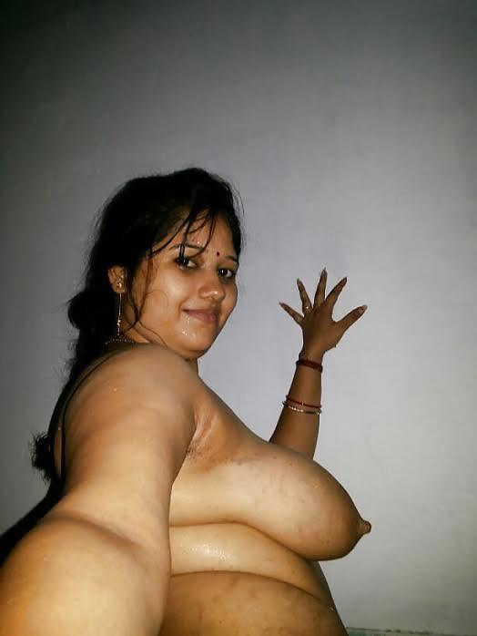 Beautiful South Indian Bhabhi Taking Nude Selfies  Indian -2713