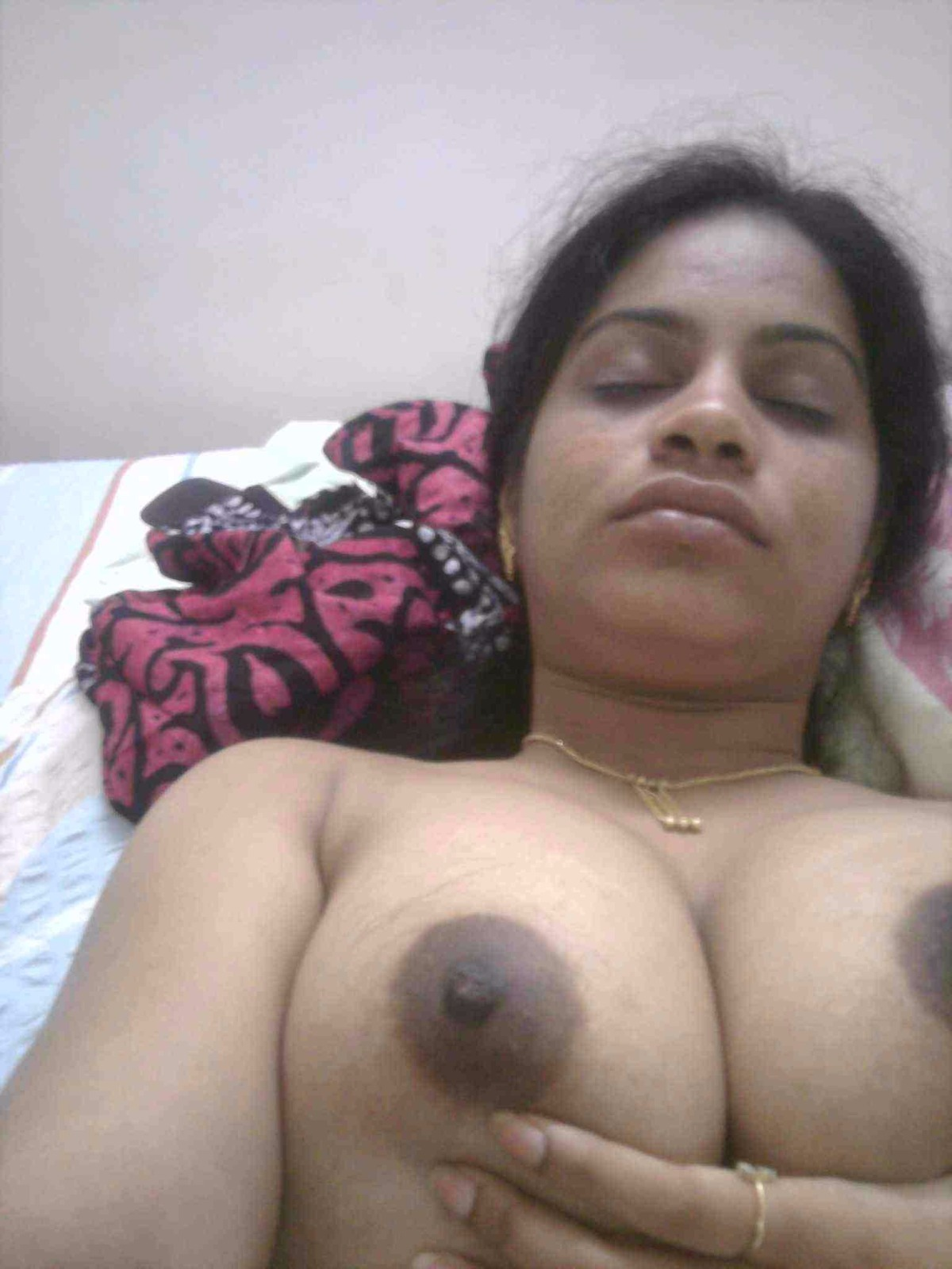Tharki Tamil Wife Showing Big Boobs With Black Nipples-2739