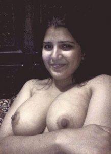 Aunty nude selfies