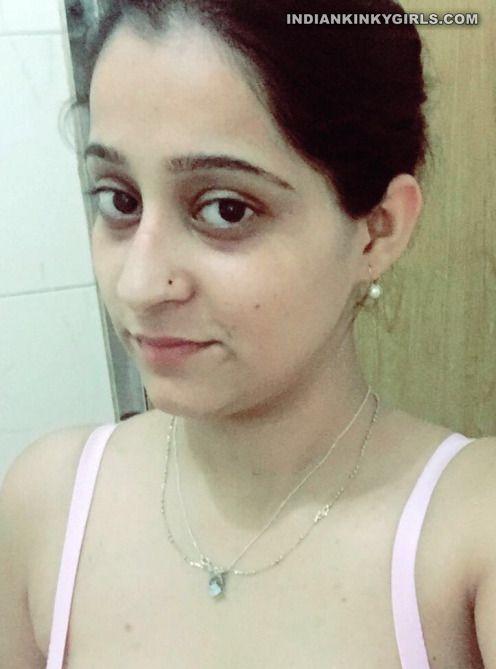 bangalore it engineer swati topless leaked selfies 001