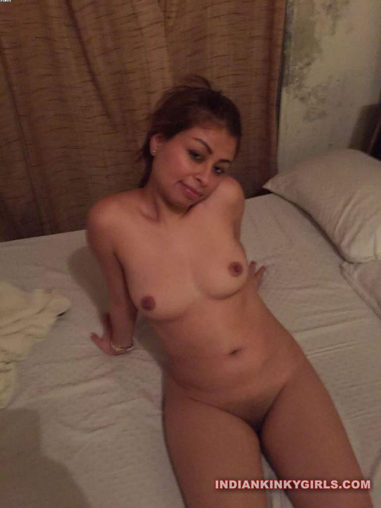beautiful desi college girl nude waiting for sex 005
