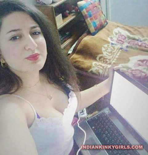 punjabi fudi pooja nude selfies 002