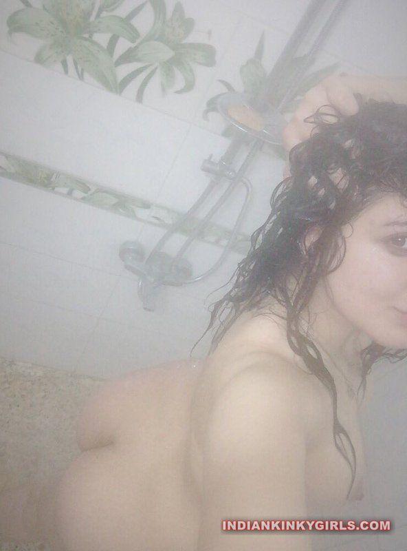 punjabi fudi pooja nude selfies 004