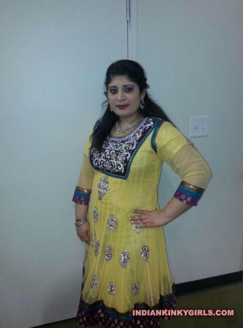 renu bhabhi nude selfies leaked