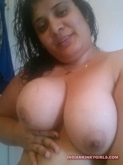 renu bhabhi nude selfies leaked 003