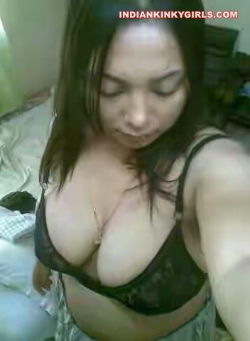 sexy chennai girl vijaylaxmi leaked topless selfies 003
