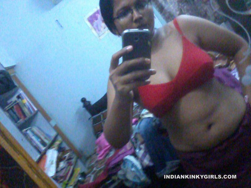 big boobs desi aunty taking topless photos