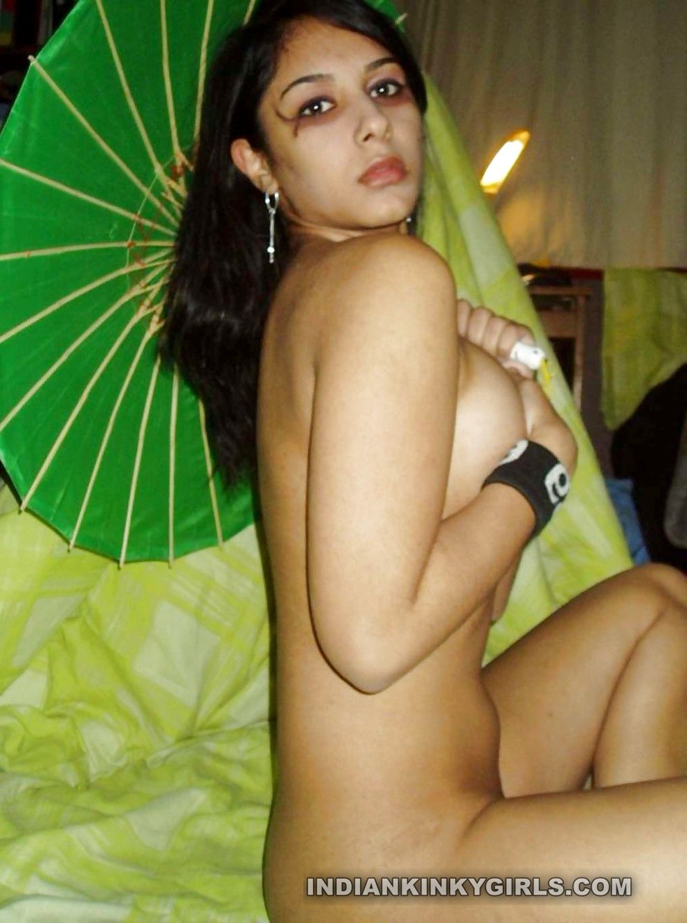 seductive indian girl doing nude photos at home