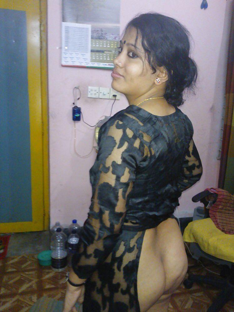 horny desi aunty posing sexy ass teasing lover
