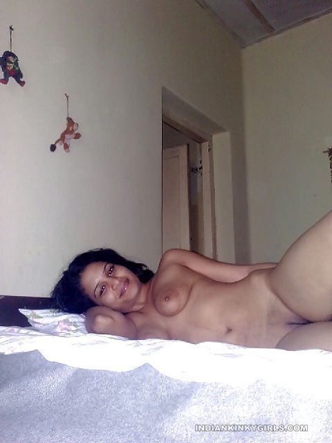 indian wife showing sagging boobs with big nipples 004