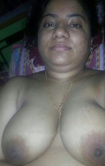 selfies nude Aunty clicking
