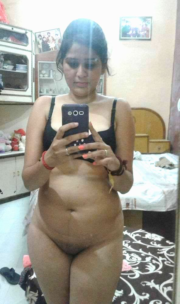 beautiful bangalore young wife nude selfies 001