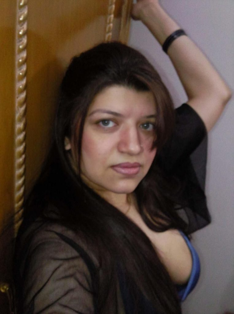 pakistani mature bhabhi nude selfies leaked