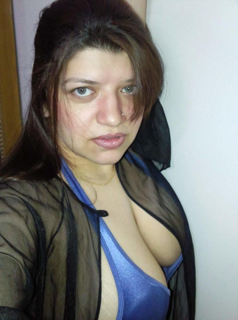 pakistani mature bhabhi nude selfies leaked 001