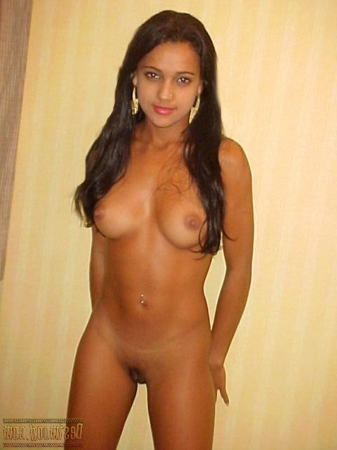 sexy wannabe indian model posing nude for director 004