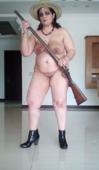 hunter aunty ki nude mast photos 007