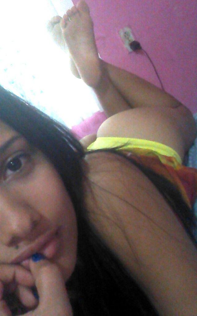 beautiful delhi college girl leaked nude selfies 003