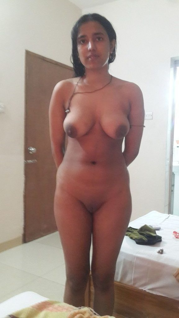 desi housewife completely nude waiting for sex
