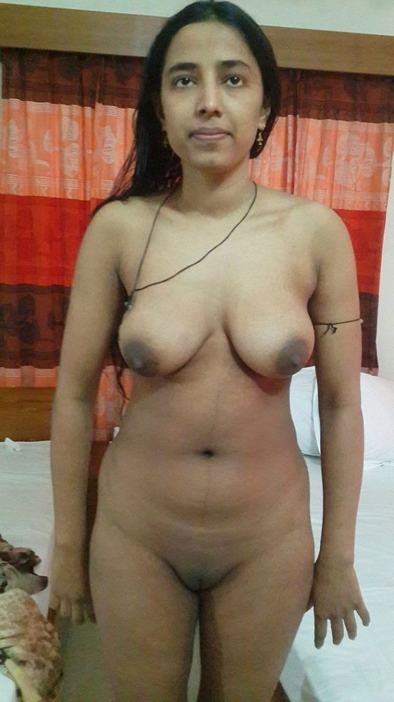 desi housewife completely nude waiting for sex 001