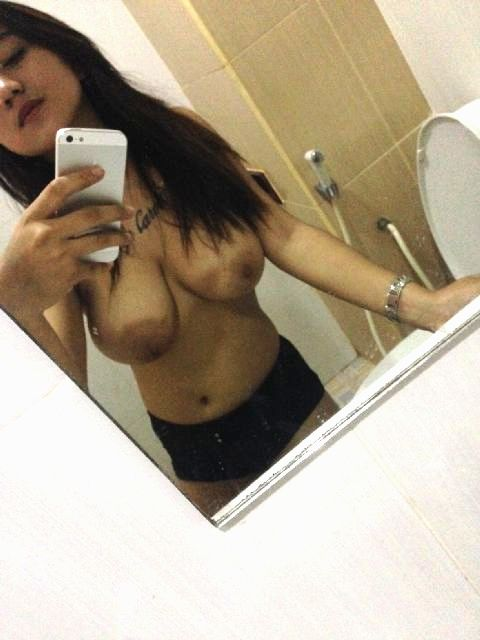 high profile escort girl topless selfies showing sexy boobs 002