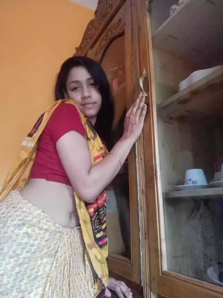 innocent looking priya not so innocent nude selfies 001