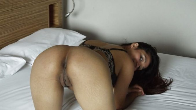leaked naked photos of high class mumbai wife 004