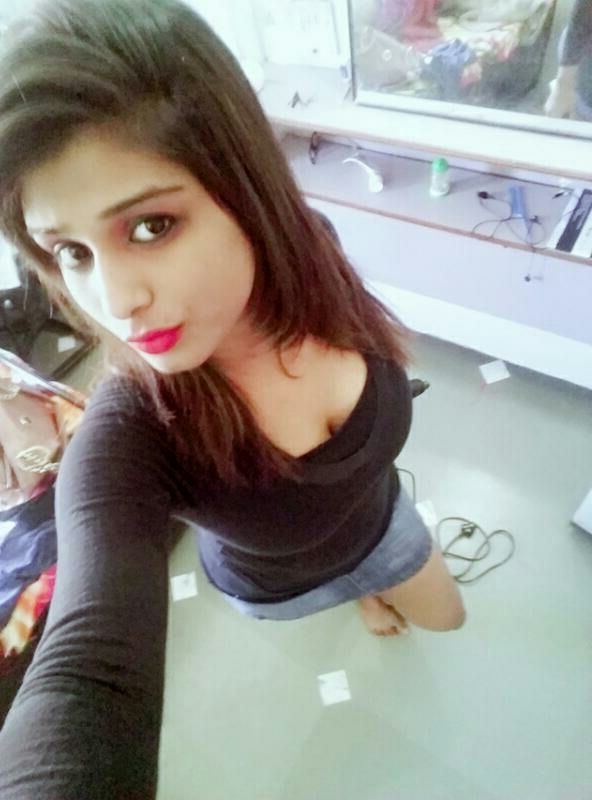 sizzling bangla college girl topless selfies showing huge mammes