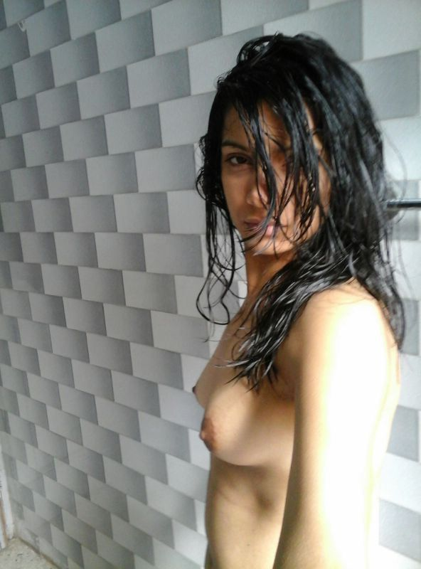 amateur desi college girl shower nude selfies leaked 001