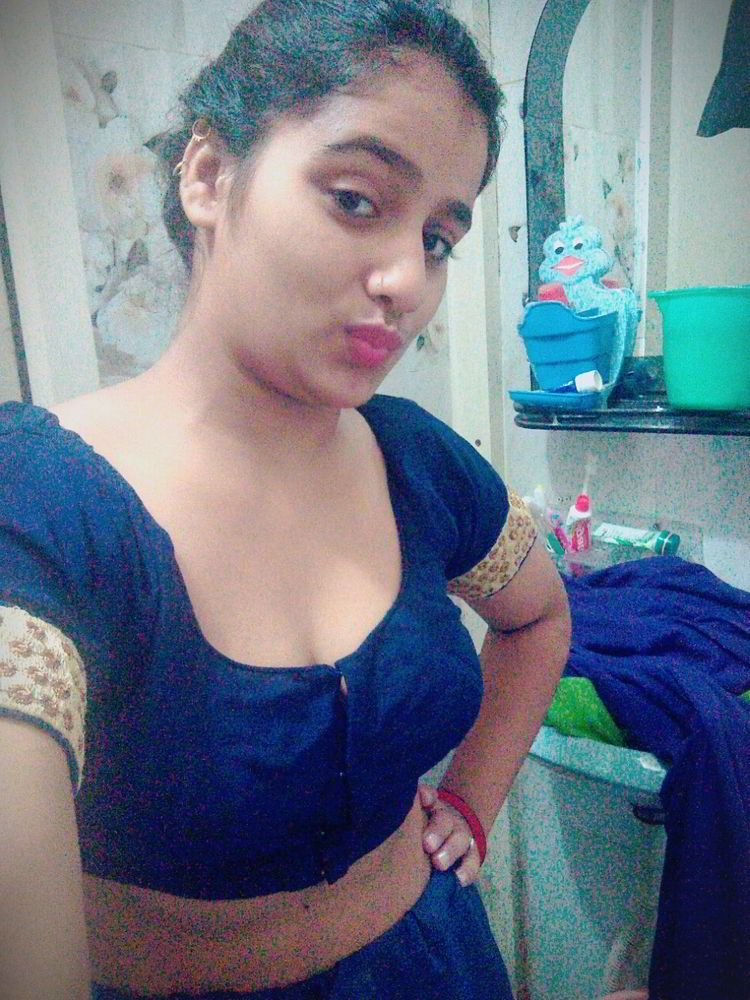 curvy indian chick nude hot selfies showing big boobs 001