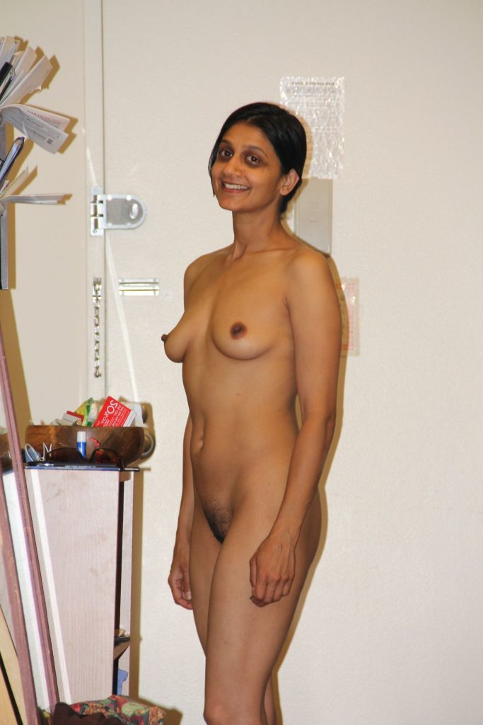 rich indian wife nude giving sexy poses for lover 004