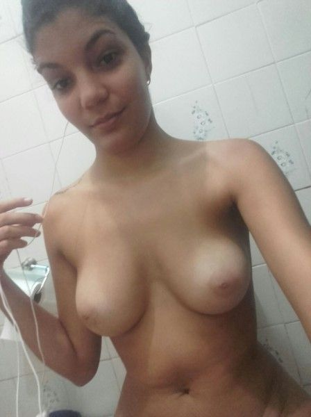 sexy indian wife nude selfies showing hot boobs and ass 001