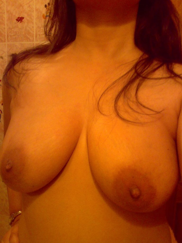 tharki girl showing her amazing boobs selfies 003