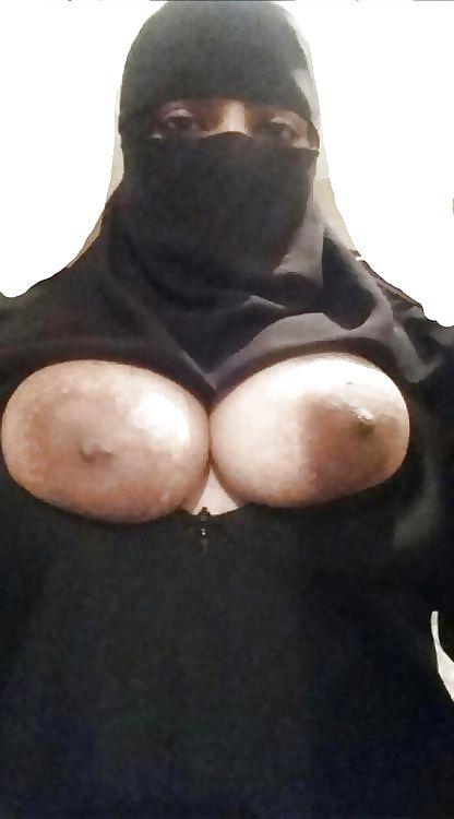 muslim housewife fathima nude leaked photos 002
