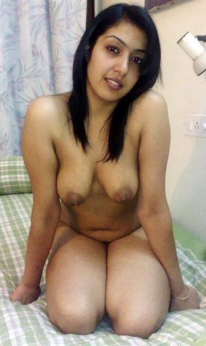 seductive indian girls nude boobs and ass show 002