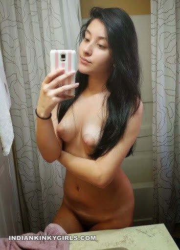 Girls with bubble butts nude selfshot