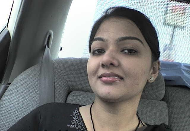 beautiful gurgaon working wife showing amazing assets