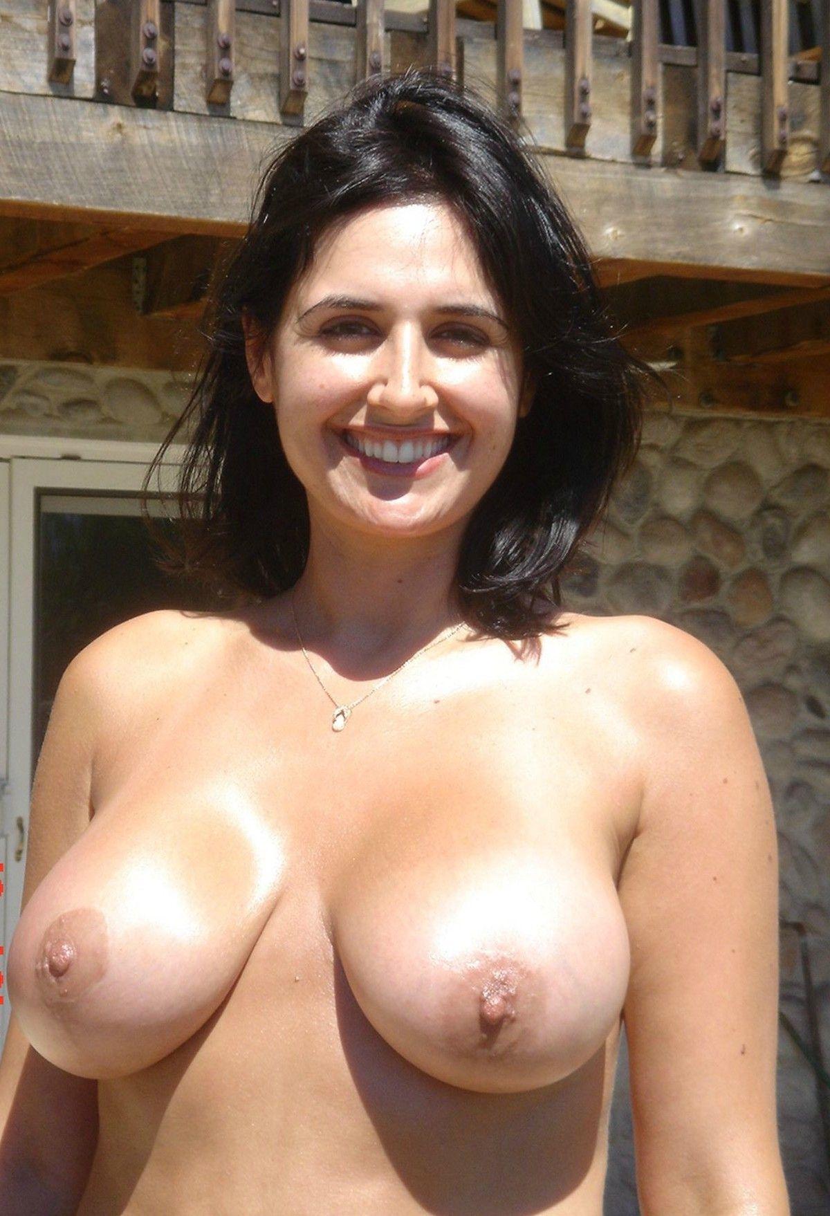 bengaluru businesswoman enjoying nude vacation photos 001