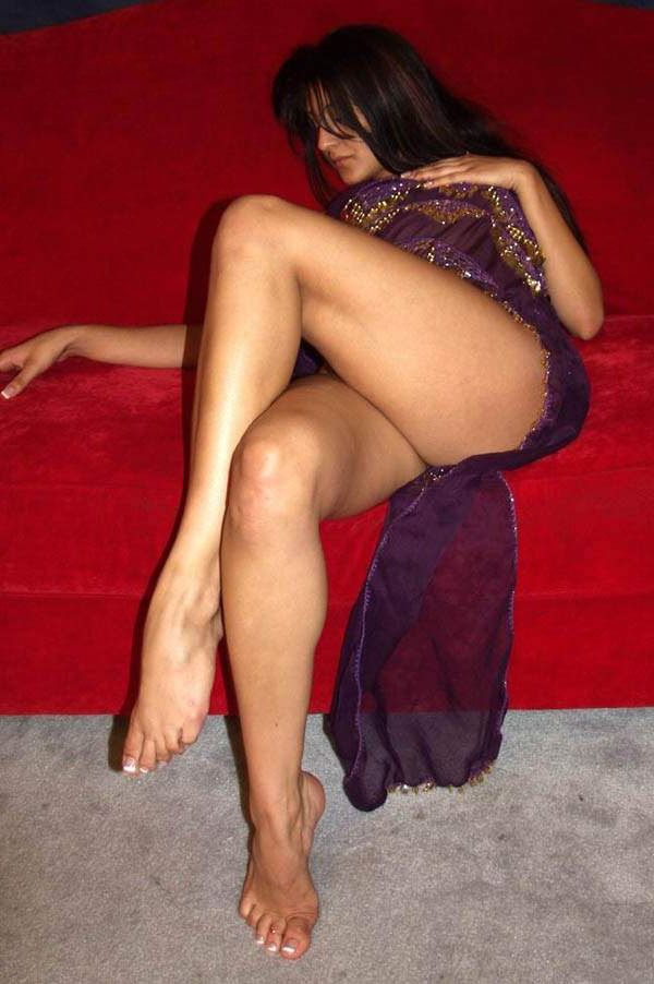 gorgeous high class escort nude show to client 001