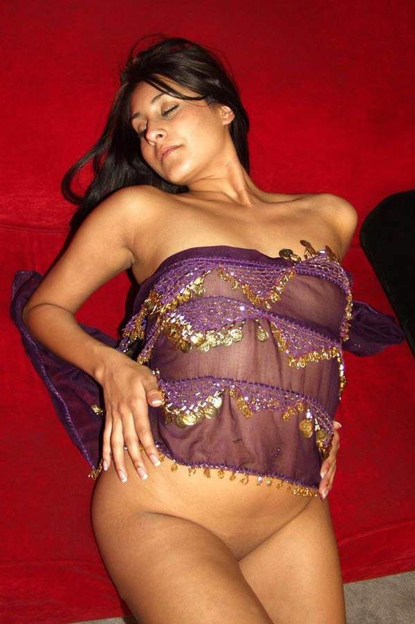 gorgeous high class escort nude show to client 002