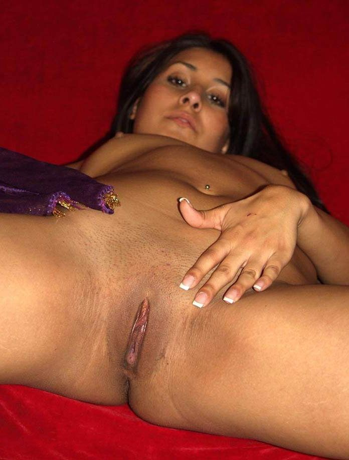 gorgeous high class escort nude show to client 005