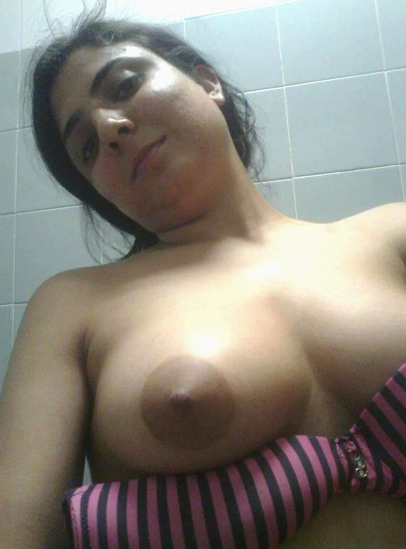hot desi wife pooja topless bathroom leaked selfies 001