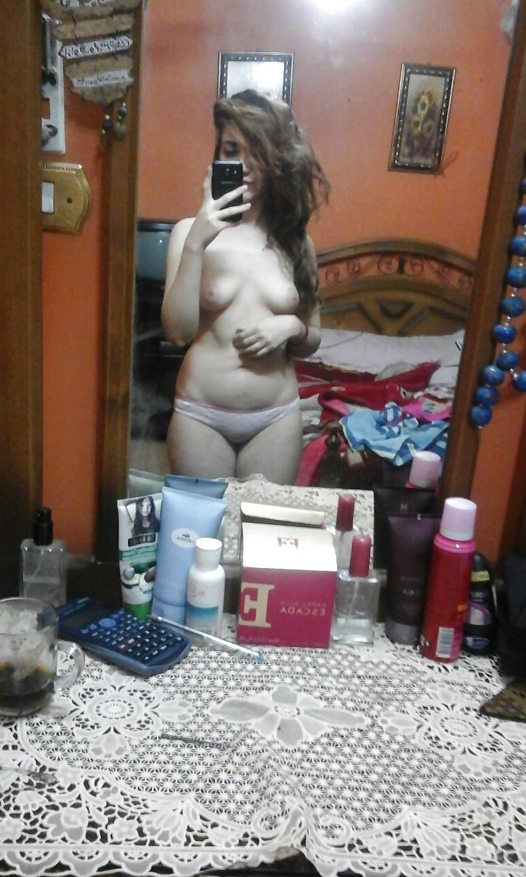 sexy pakistani girl naked sizzling selfies leaked