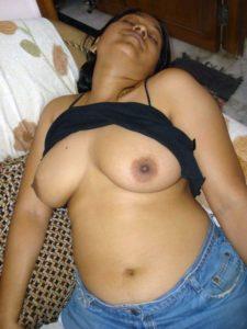 big boobs mallu girl savita nude leaked pics 005