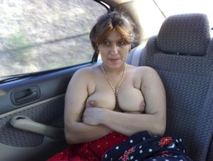 desi wife boobs exposing for cab driver pics 002