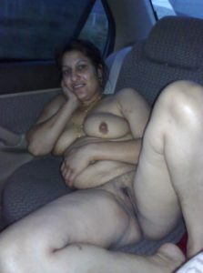 desi wife boobs exposing for cab driver pics 005