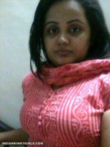 horny bangla bhabhi selfies masturbating with carrots 001