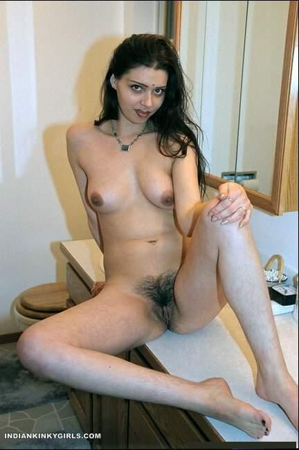 Sexy Babe In Hotel Teasing Boss Nude Hairy Pussy  Indian -7824